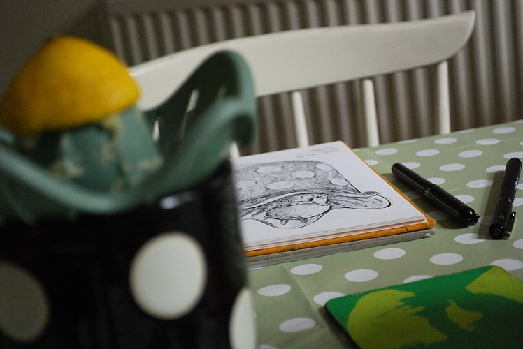 Sketching a lemon juicer in a mug